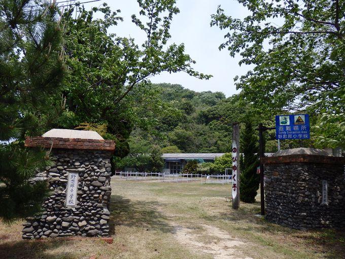 シーサイド留学で有名!島の歴史を見守ってきた野忽那小学校