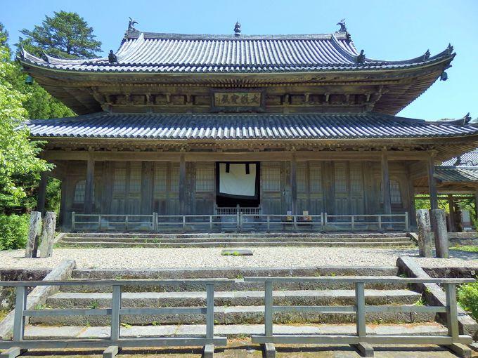 ここも国指定重要文化財。1698年竣工の大雄宝殿
