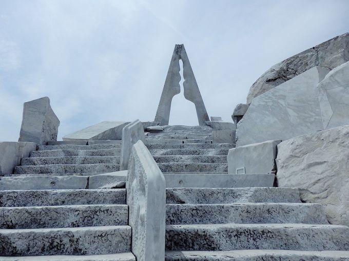 完成まで12年。巨大な大理の石庭園・未来心の丘