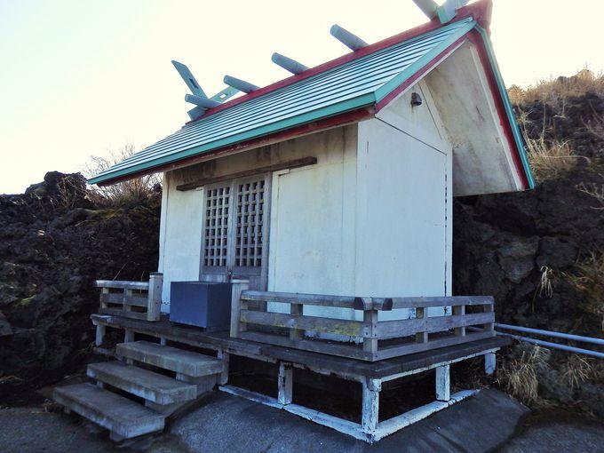 溶岩が避けて通る!?御神火を祀る三原山神社