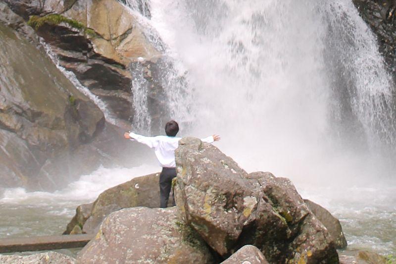 「見帰りの滝」天然ミストシャワーは最高に爽やか!