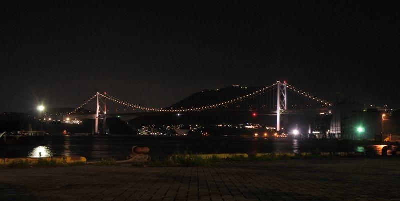 「関門橋」波に揺らめく、幻想的な海の灯りに癒されて