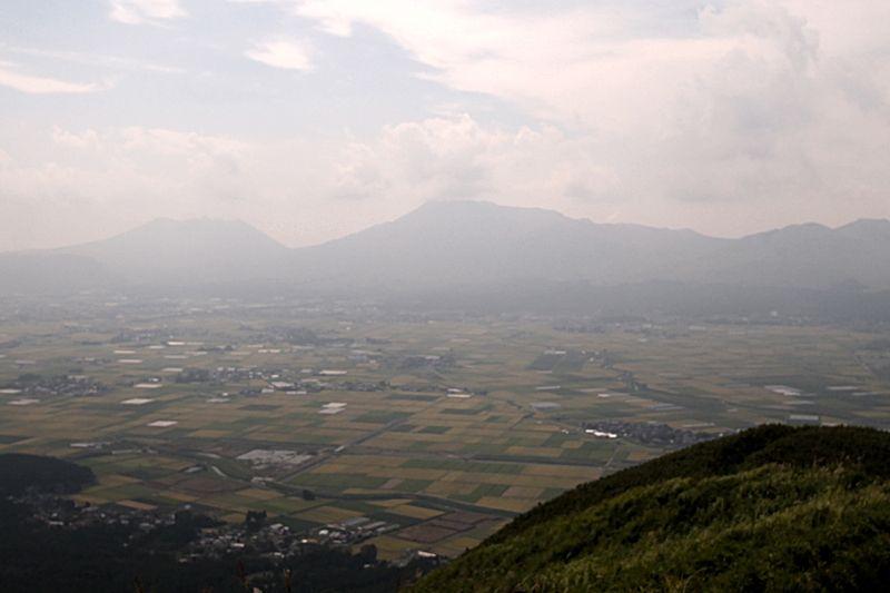 展望所から眺める阿蘇谷が美しい!