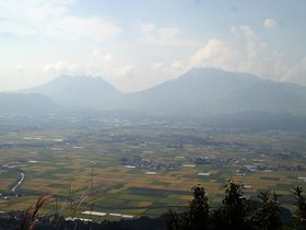 嵐×JAL先得CM「山に願いを」阿蘇大観峰・絶景ロケ地を見に行こう!|熊本県|トラベルjp<たびねす>