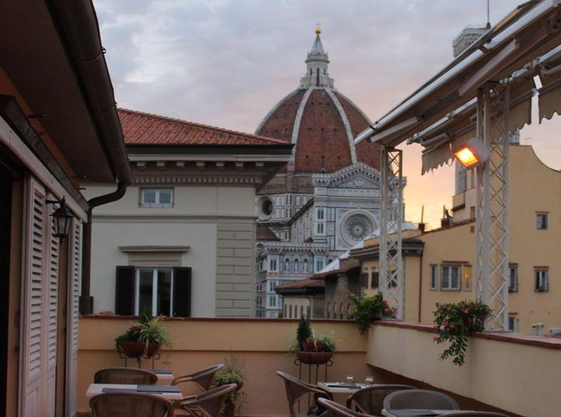 クーポラビューのテラス席で最高の朝食を!フィレンツェ「ホテル ローラス アル デュオモ」