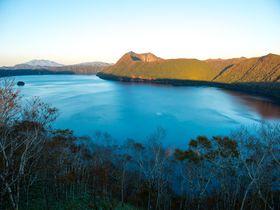 カルデラが生んだ摩周ブルーの北の絶景!摩周湖は神秘の湖|北海道|トラベルjp<たびねす>