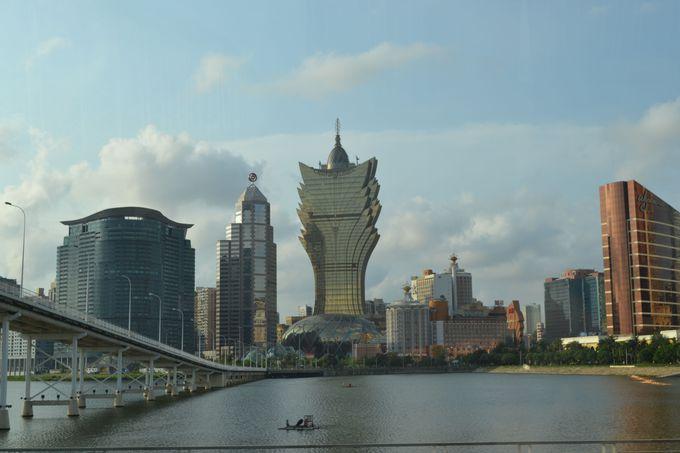 まるで未来都市!?風変わりな建物の数々