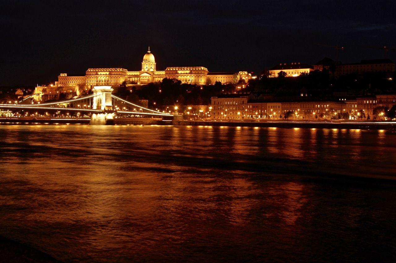 「東欧のパリ」ブダペストの夜景を堪能