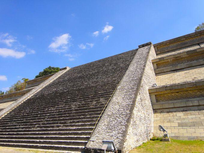 世界最大のピラミッドはメキシコにあり