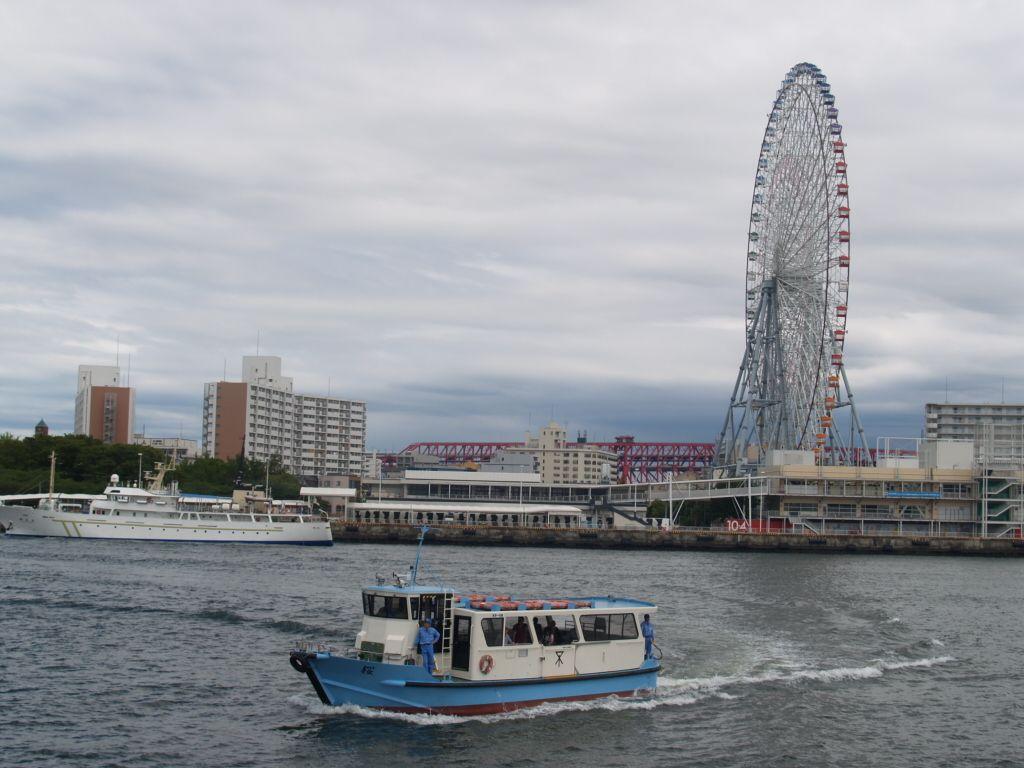 新旧大阪の表情を垣間見る3分間の船旅