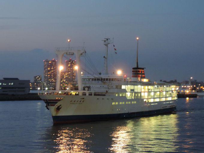 横浜出港は午後6時10分