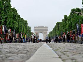 第一日曜日はフランス・パリ「シャンゼリゼ通り」のホコ天へ!