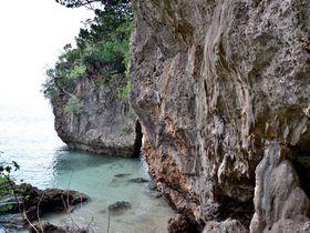 洞窟を抜けて感動の海へ!石垣島「伊原間サビチ洞」|沖縄県|トラベルjp<たびねす>