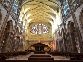 ステンドグラスが美しい!チェコ・プラハ城「聖ヴィート大聖堂」
