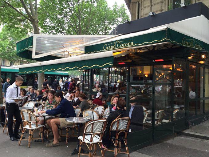 シャンゼリゼ劇場近くのオシャレなカフェ