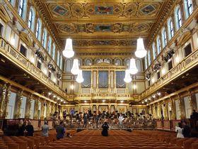 黄金のホールが眩しい!ウィーン楽友協会へ優雅なコンサートに出かけよう