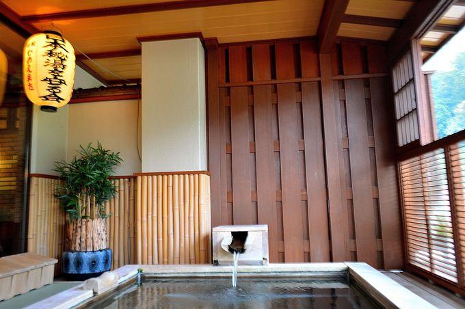 秘湯提灯と入る露天風呂