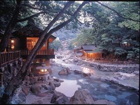 日本最大級470畳の絶景露天風呂!群馬・宝川温泉「汪泉閣」はまるで桃源郷!|群馬県|トラベルjp<たびねす>