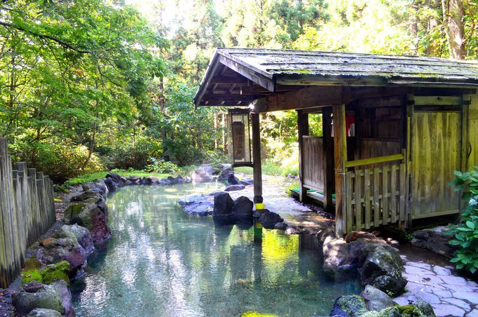 大自然のなかで入浴する「蟹場温泉」