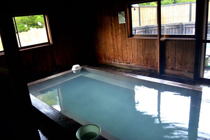 湯治場風情が残る「黒湯温泉」
