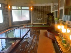 あの入浴剤とは違う色!北海道・カルルス温泉「鈴木旅館」で本当の色を知ろう!|北海道|トラベルjp<たびねす>