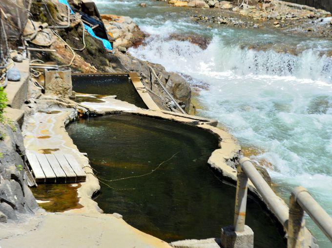 川岸の絶景露天風呂