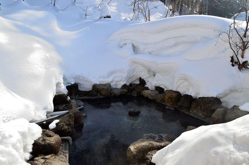 圧巻過ぎる雪の壁!山形・白布温泉「東屋」の絶景雪見露天がすごい!