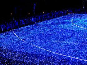 クリスマス期間限定!東京ミッドタウンのイルミネーションで青の世界を見よう!|東京都|トラベルjp<たびねす>