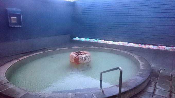 なんと天然温泉に入れる