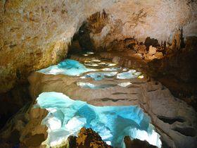 地底に広がる神秘の絶景!鹿児島・沖永良部島「銀水洞」で感動のケイビング体験を!|鹿児島県|トラベルjp<たびねす>