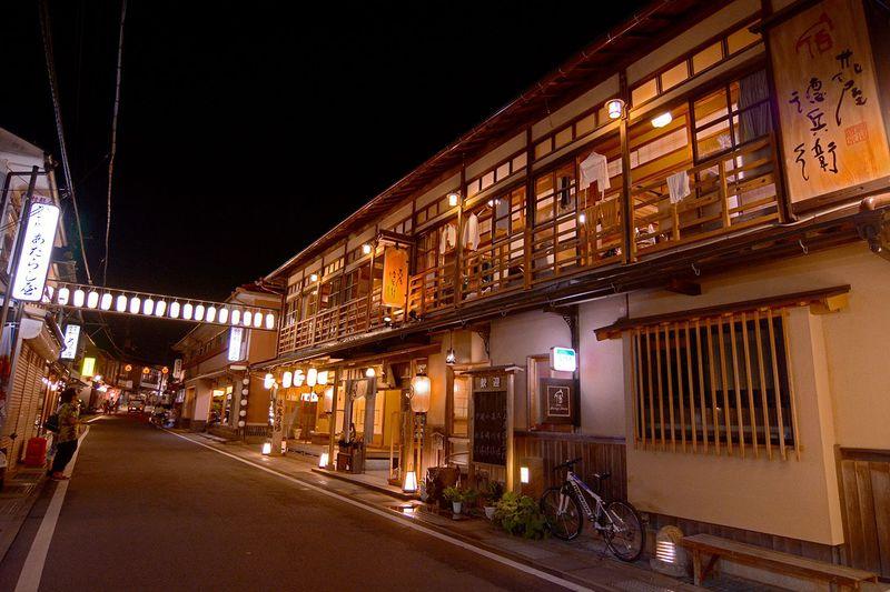 今注目の「出歩きたくなる温泉街」奈良・洞川温泉街が楽しい!