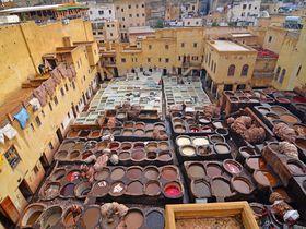 まるで大きな絵の具パレット!モロッコ「タンネリ・ショワラ」