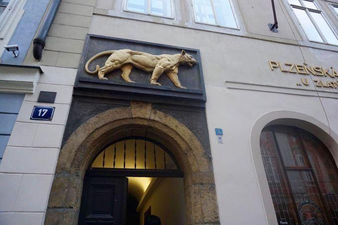プラハ旧市街の中心部にある「黄金の虎」