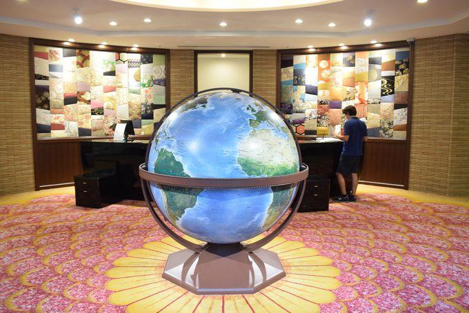 外国人宿泊客に人気!オリジナルの巨大な地球儀