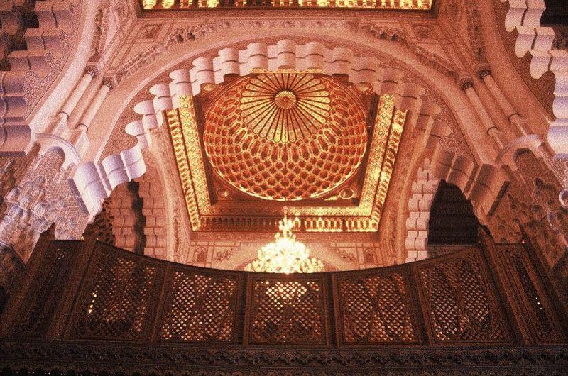 モスク内部のガイドツアーも実施
