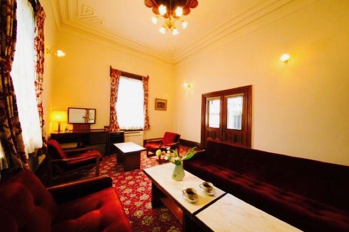 邸宅の応接間として使用された洋室「赤獅子」