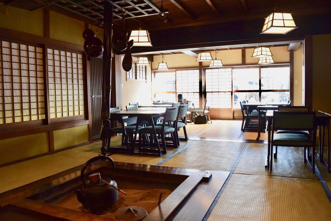 懐かしい雰囲気の和室でゆったりお食事