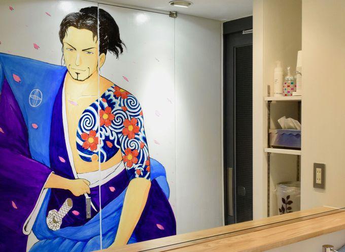こしの先生描き下ろしの壁画がトイレに登場!