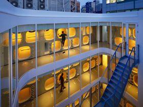 東京のど真ん中に開放的なカプセル空間!「ナインアワーズ竹橋」