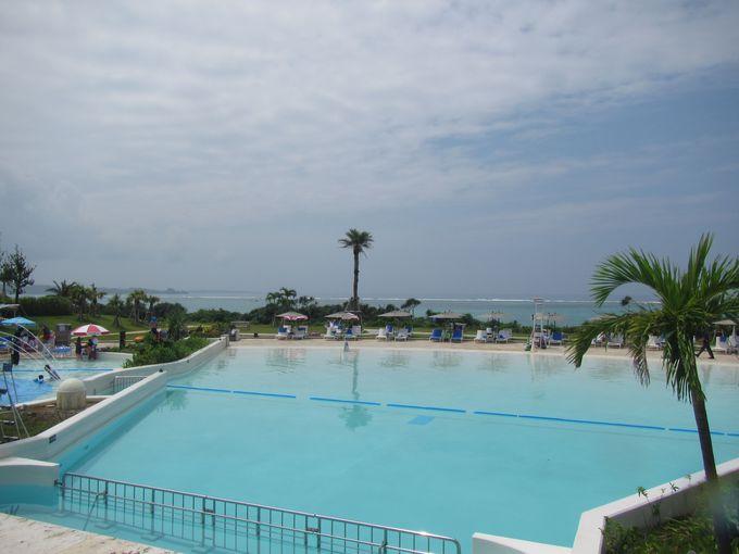 子供が喜ぶユニークなプールがある「ホテルモントレ沖縄スパ&リゾート」