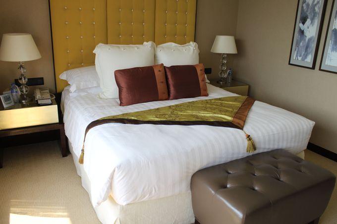 豪華大理石のバスルームがある客室はハーバービュールームがお勧め