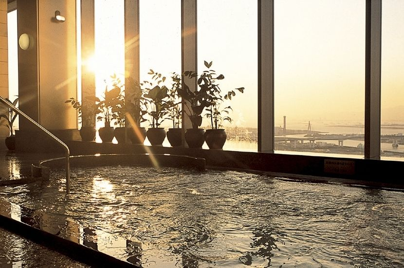温泉で癒され、宴会で盛り上がれる「ホテル京阪 ユニバーサル・タワー」