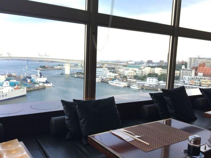 朝食が評判のレストランは海側に面しているのでリゾート気分も味わえる