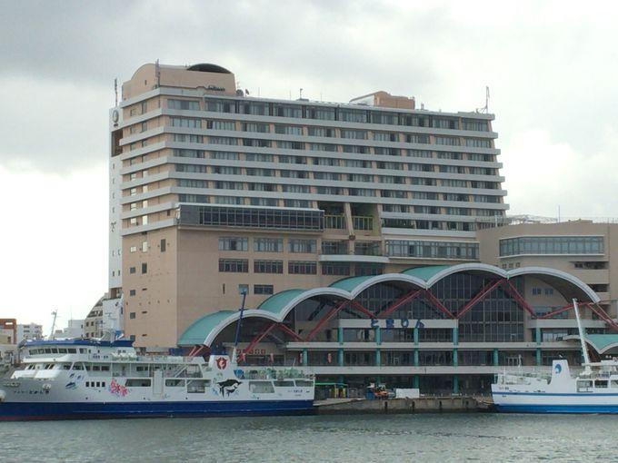 国道58号線に面するホテルは観光だけではなくビジネスにも便利な立地