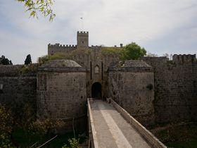 1000人VS10万人!ギリシャ・ロードス島に聳える3重の城砦都市