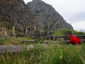 神話の始まりの地!ギリシャ「デルフィ神殿」で歴史を体感する旅