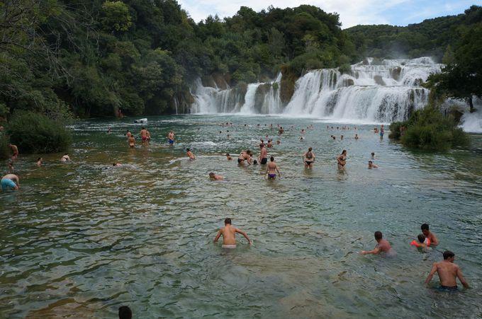 泳いで楽しむ「クルカ国立公園」