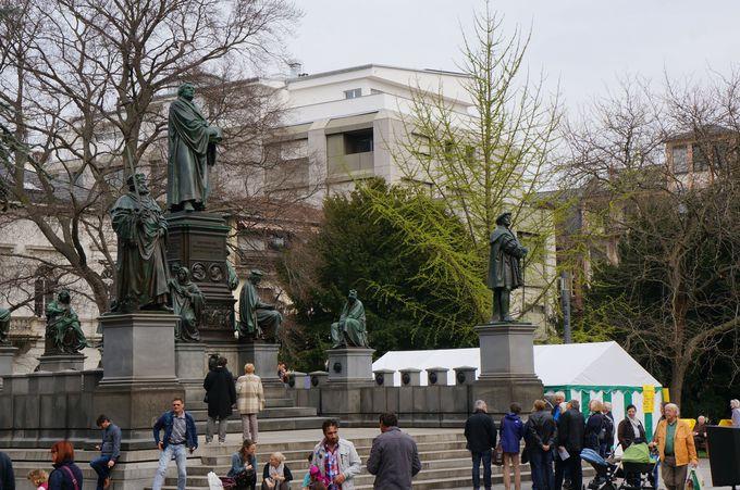 市民の憩いの場、ルター記念碑