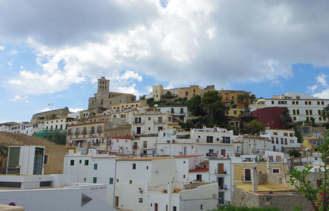 島全体が「世界遺産」!城壁に囲まれた旧市街「ダルトヴィラ」は圧巻!
