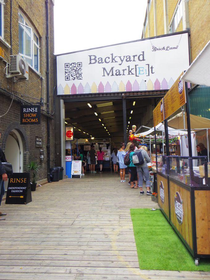 多数の英国製レコードが並ぶ「バックヤードマーケット」